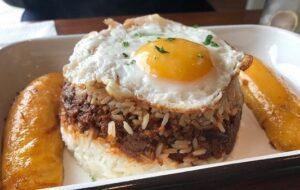 arroz tapado de carne molida