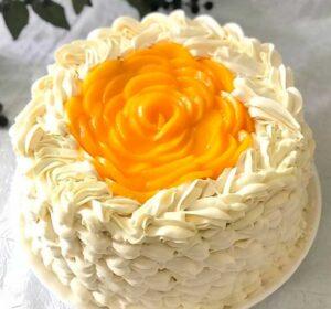 torta de durazno y chantilly